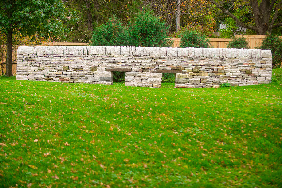 Drystone construction retaining wall